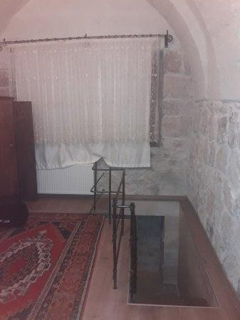 Maron Stone House: 20171128_231219_large.jpg
