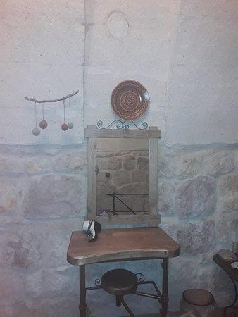 Maron Stone House: 20171128_231412_large.jpg