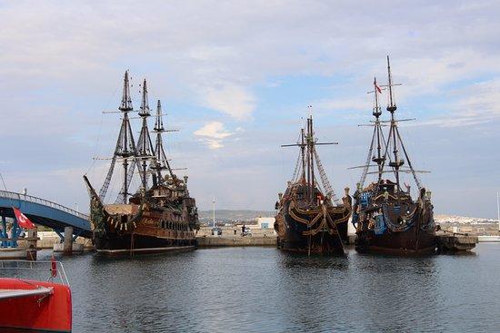 Yasmin Hammamet : пиратские корабли в порту