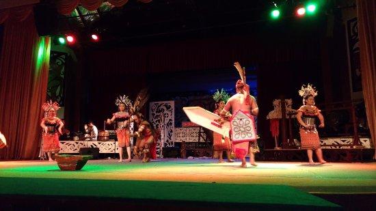 Kulturowa Wioska w Sarawak: Шоу