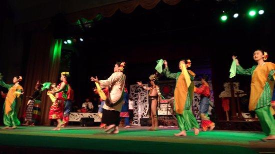 Kulturowa Wioska w Sarawak: Танцевальная программа
