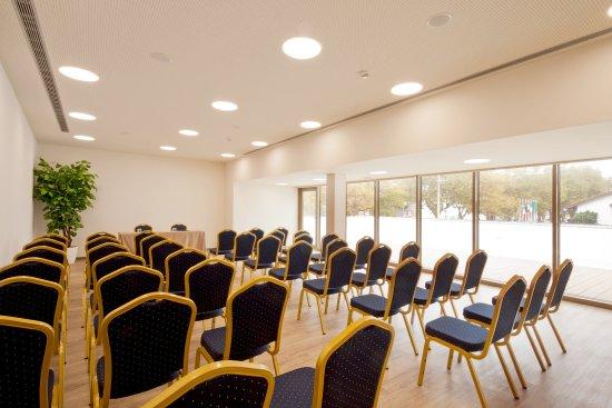 sea porto hotel business matosinhos portugal specialiseret hotel anmeldelser. Black Bedroom Furniture Sets. Home Design Ideas