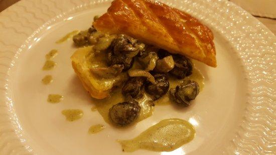 Ligny-le-Chatel, Francja: Croustillant d'escargots aux pleurotes