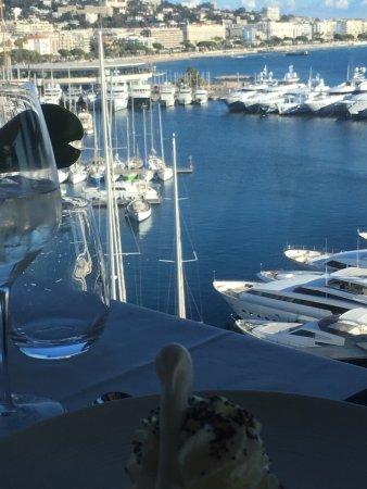 Radisson Blu 1835 Hotel & Thalasso: Magnifique Merci à Héva le second chef de cuisine qui a fait une entrée remarquable    La fricas