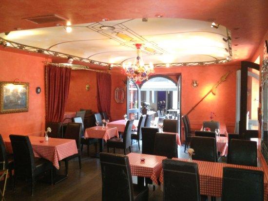 Restaurant Le Venise Cannes - inside view