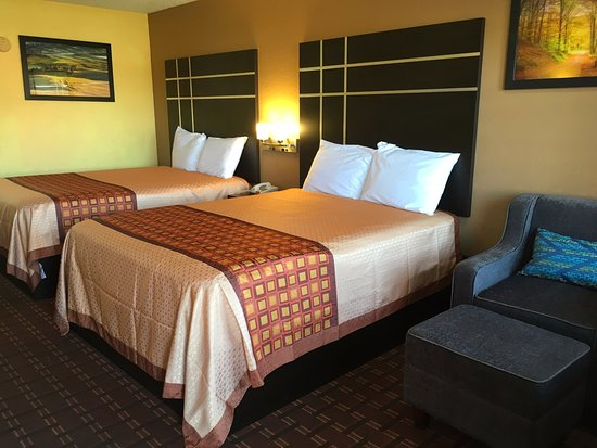 Canton, MS: Two Double Beds