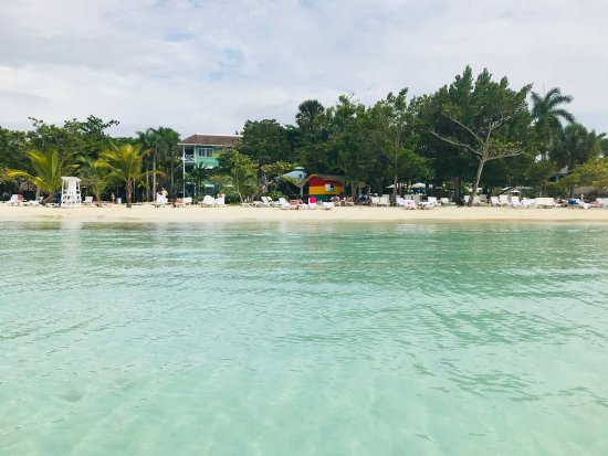 View Of Resort From Out In The Water Private Beach With A All Naked Area That Is Semi -3267