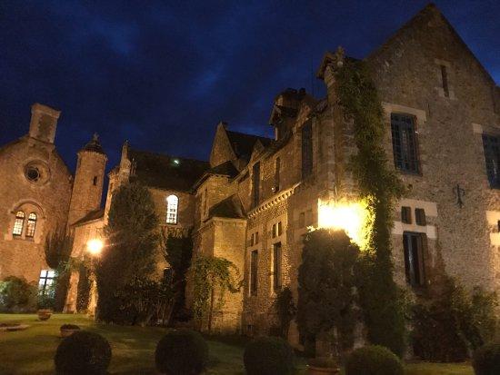 The grounds photo de abbaye des vaux de cernay cernay for Abbaye des vaux de cernay piscine