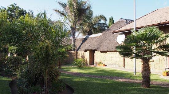 Summer Garden Guest House (The Palms): Garden