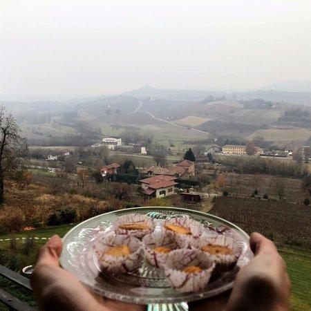 Agliano Terme, Italy: Dolcini di benvenuto all'arrivo in camera