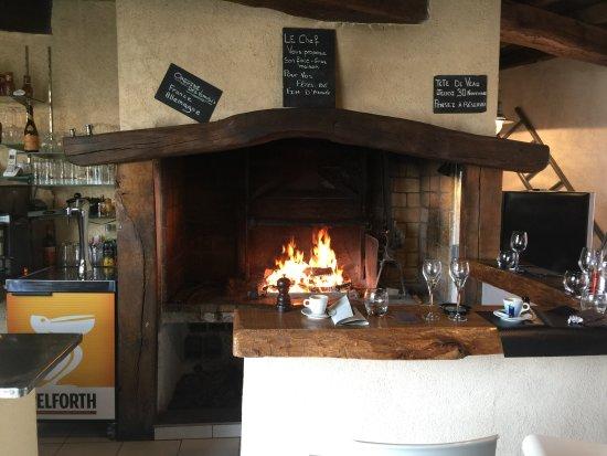 La Membrolle-sur-Choisille, فرنسا: Feu de cheminée