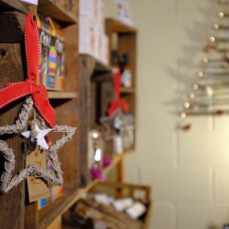 Ottery St. Mary, UK: Beautiful Christmas Shop