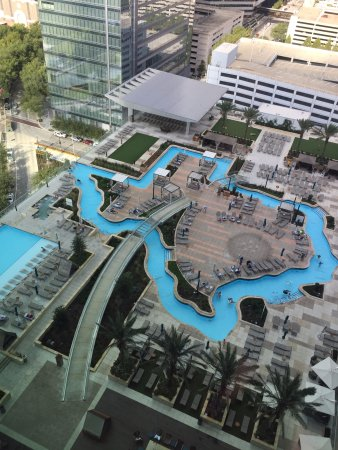 Texas Shaped Lazy River And Pool Overlooking Discovery Green Park Picture Of Marriott Marquis Houston Houston Tripadvisor