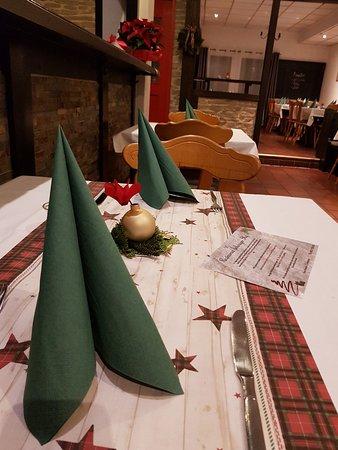 Schwaig bei Nuernberg, Germany: Weihnachtliche Tischdeko