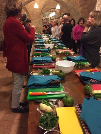 Carunchio, Italie : cooking class starts