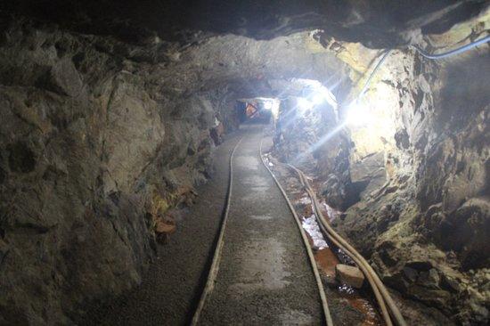 Dahlonega, Georgien: Looking up the tunnel