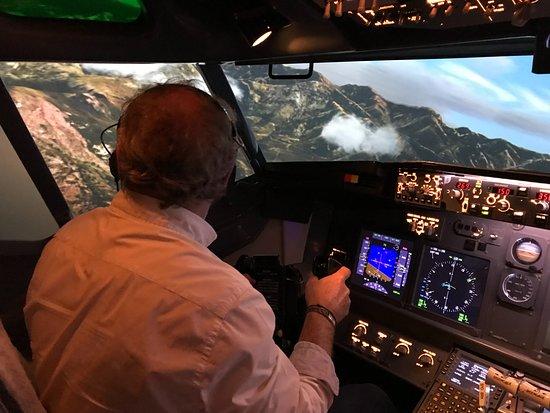 Flight Experience : Approche au milieu des montagnes à Calvi