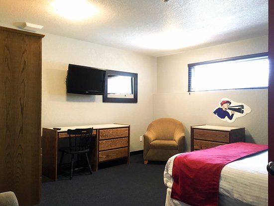 Silver Star, Canadá: The Bulldog Hotel - One Bedroom with Alcove / 2 Bathroom Apartment - Master Bedroom (Room 5)