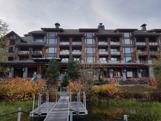 Nita Lake Lodge: hotel from the lake