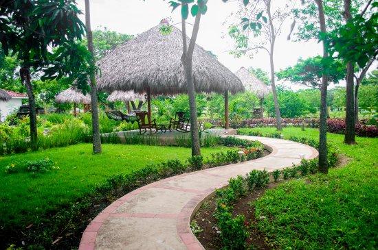 Rivas, Nicaragua: Restaurant Gardens-Hammocks