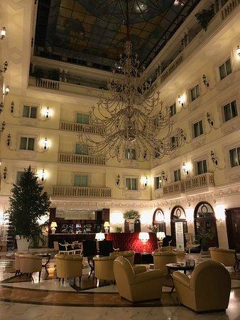 Grand Hotel Vanvitelli: Hall