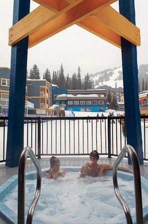 The bulldog Hotel - Shared Hot Tub Facing Silver Star Village