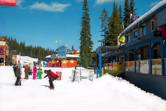 The Bulldog Hotel - Right in the heart of Silver Star Village - Ski in/out