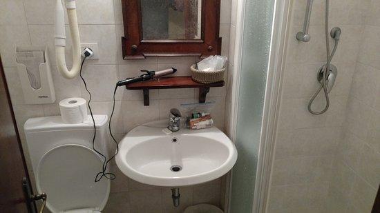 Hotel Galleria: Bathroom
