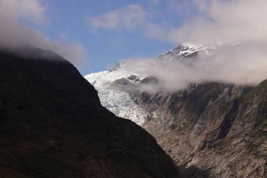 Ribbonwood Retreat: view of the glacier from the walking trails in the park