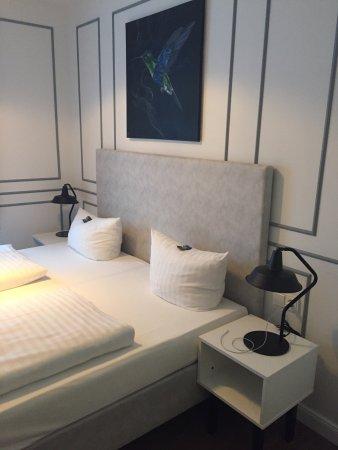 Perfekte Lage, nettes Zimmer-Design, tlw klein