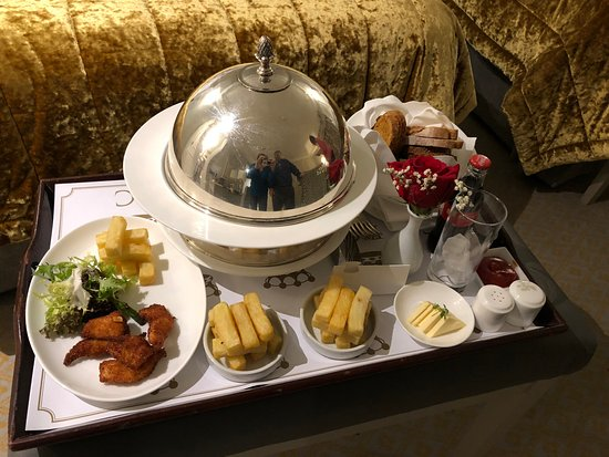 Dromoland Castle Hotel: Room Service
