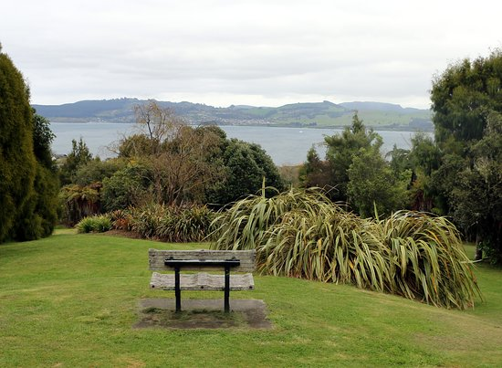 Waipahihi Botanical Gardens: view of Lake Taupo