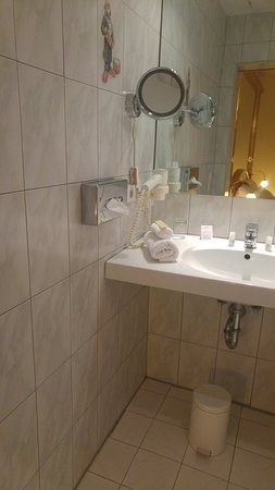 Drei Loewen Hotel: 20171130_203658_large.jpg