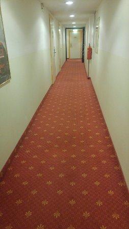 Drei Loewen Hotel: TA_IMG_20171130_210146_large.jpg