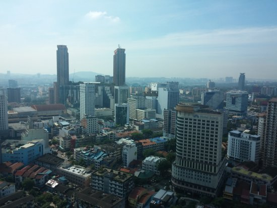 PARKROYAL Serviced Suites Kuala Lumpur : City view from pool