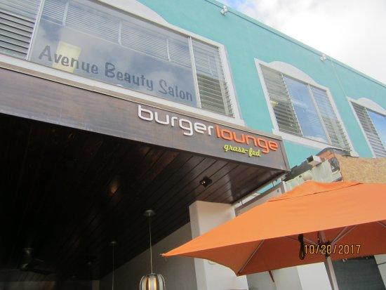 Burger Lounge: Signage