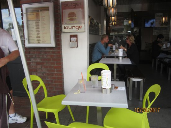 Burger Lounge : Outdoor Seating