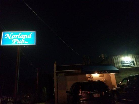 Norland Pub: Exterior