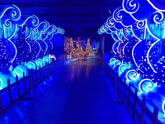 Putney, VT: Wonder of Lights at Santa's Land USA