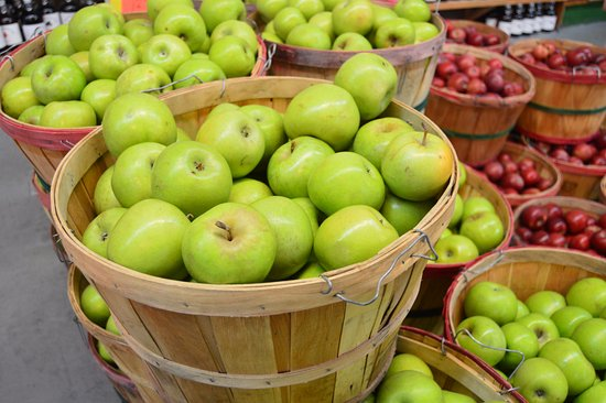 Buy the apples by the bag or by the bushel at Carver's in Cosby, TN