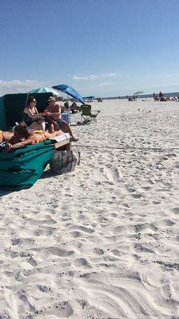 Outrigger Beach Resort: Stranmden med Cabanas
