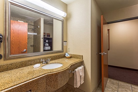 Hotel Ruidoso - Midtown: Bathroom of 2 room Suite