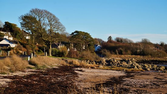 Kippford, UK: Rockcliffe is a gorgeous bay about a mile away, walking by coastal and woodland paths.