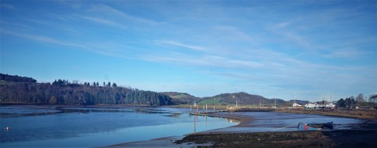 Kippford, UK: Looking upstream from The Anchor to the yachts hauled out for the winter.