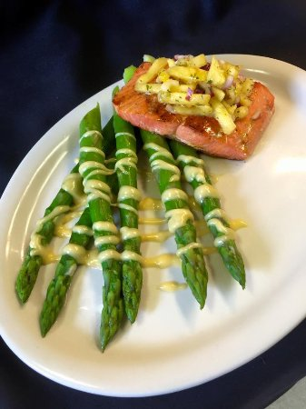 Wausau, WI: Salmon with Asparagus