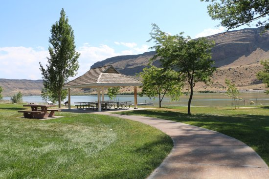 Snake River Birds of Prey National Conservation Area: Picnic Area at Swan Falls Dam