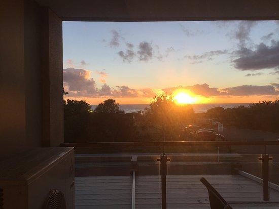 Narrabeen, Australia: sol nascendo na nossa sacada