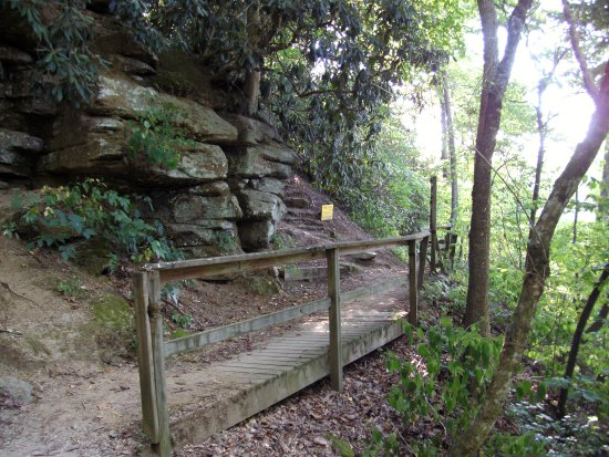 Boone's Cave Park: Walkway above the Yadkin River