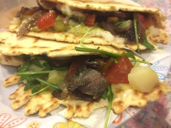 Piadineria Gradisca da Carmen: Meravigliose piadine vegetariane e vegane adatte anche agli onnivori 😂
