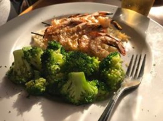 Joe's Crab Shack: shrimp skewers over rice with broccoli